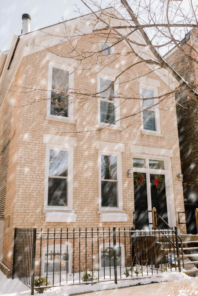 Featured project a chicago townhouse 39 s updated exterior - Pittsburgh exterior paint reviews ...