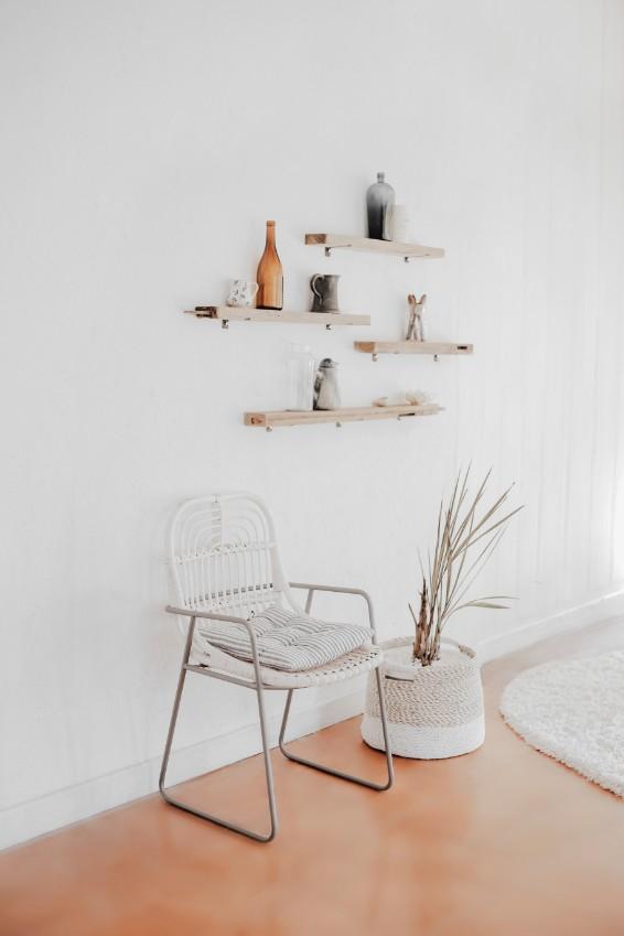 white walls floating shelves